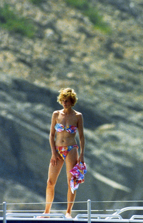 princess-diana-princess-of-wales-poses-in-a-bikini-whilst-news-photo-1605205893_